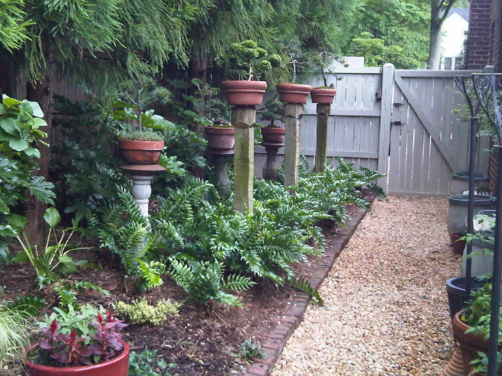 Backyard garden design ideas homesfeed for Garden design ideas with pots