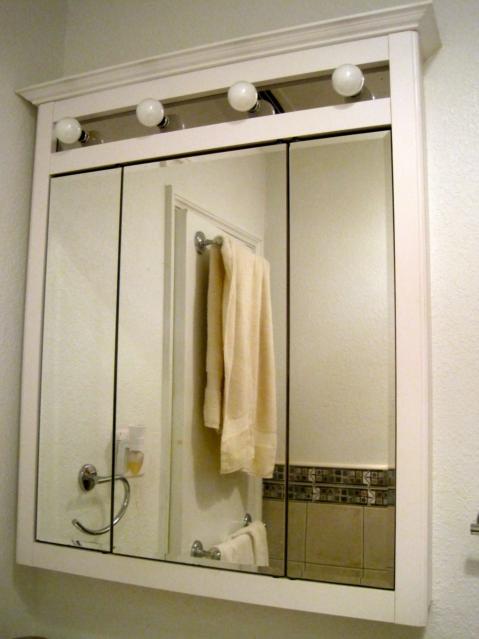 Incroyable Bathroom Wall Medicine Cabinet With Lights And Mirrors