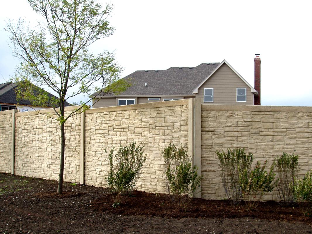 Wall fence panels appliance homesfeed for Recinzioni in muratura per ville