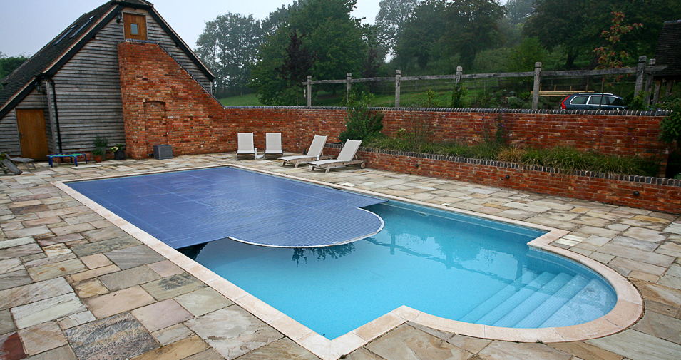 Swimming pool with cover homesfeed for Inground indoor pool designs