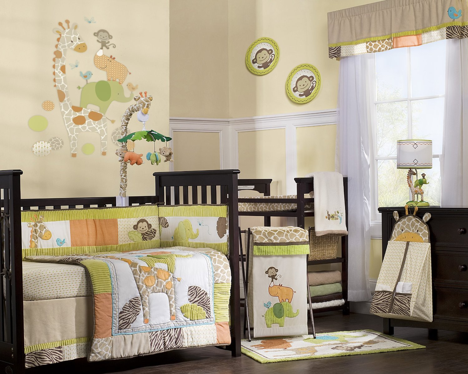 Cute Safari Toddlersu0027 Bedroom Decor Idea Black Painted Wooden Crib With  Safari Themed Quilt