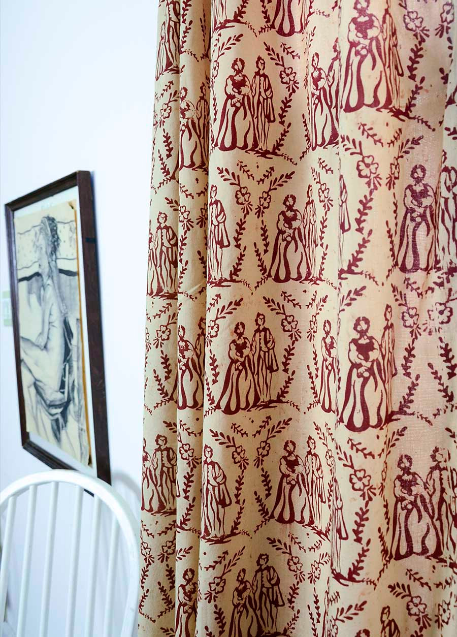red toile curtains decorating ideas homesfeed. Black Bedroom Furniture Sets. Home Design Ideas