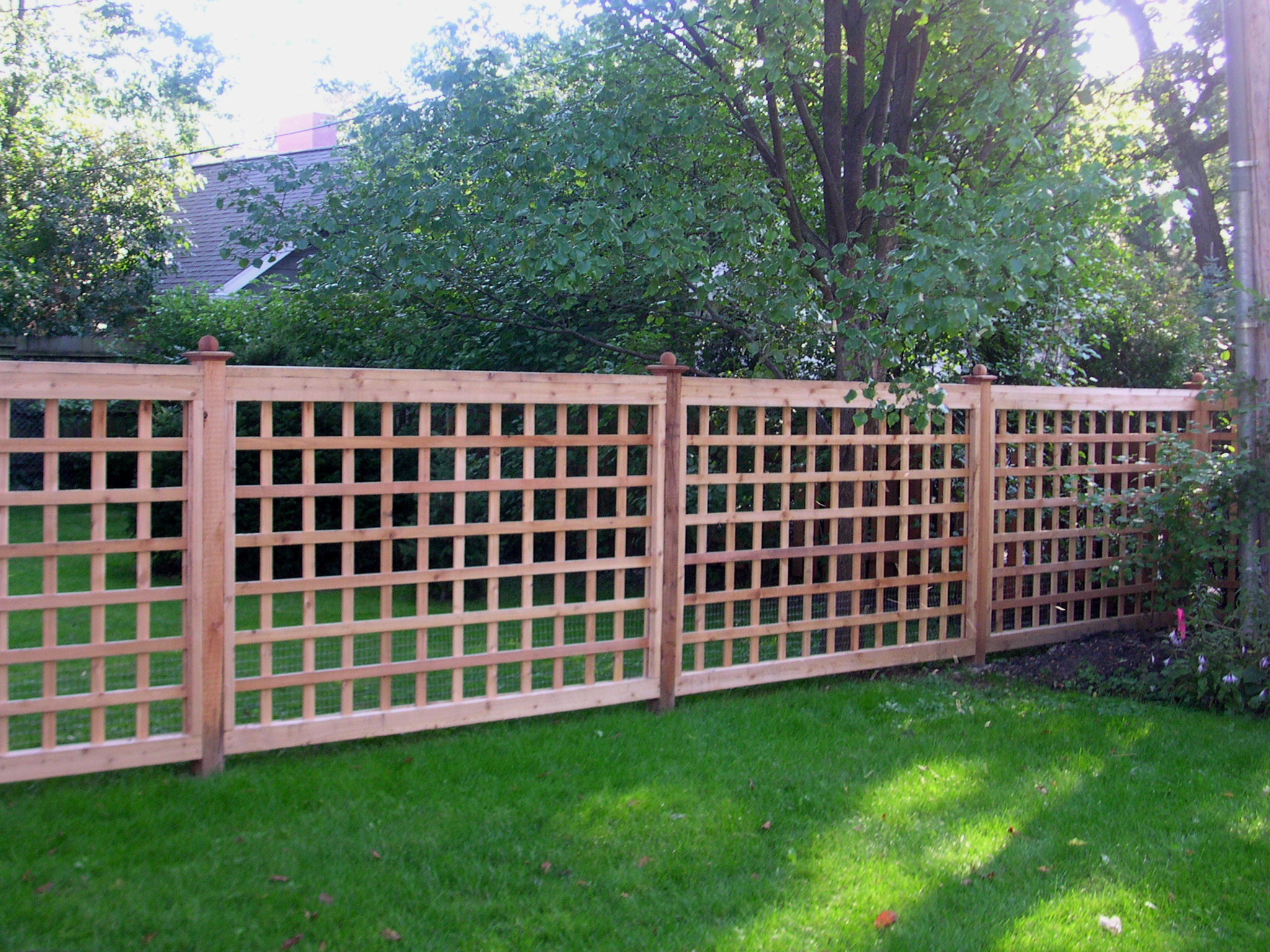 Backyard fencing ideas homesfeed Garden fence ideas