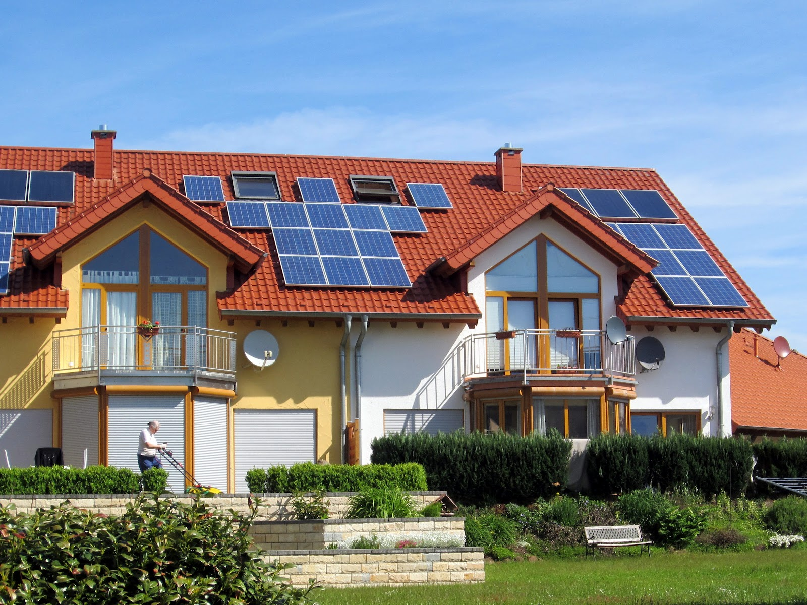 Home with solar panels homesfeed for Renewable energy house plans