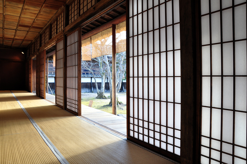 Shoji screen doors striking asian latticework for for Architecture japonaise