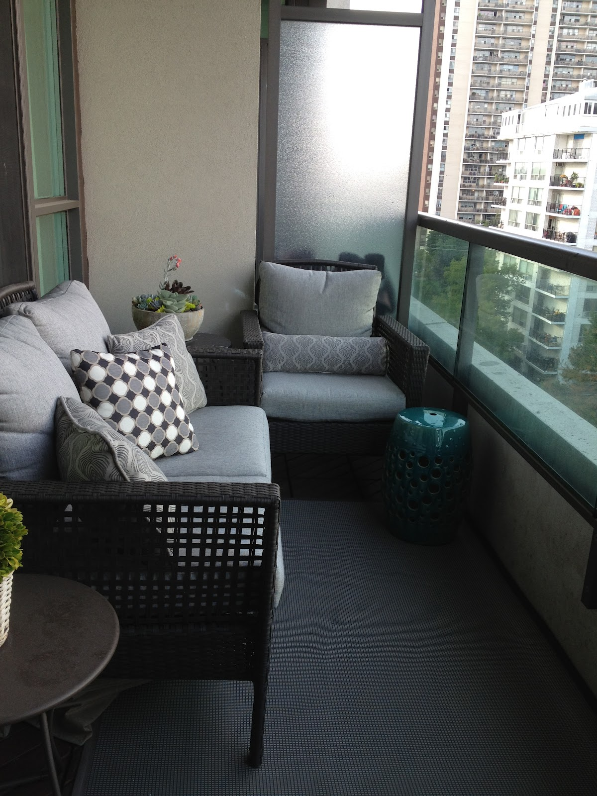 Small Apartment Balcony Garden Ideas: Small Balcony Furniture Option