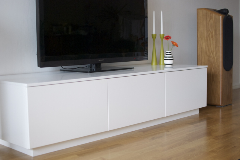 ikea media cabinet still stunning even tv s off homesfeed. Black Bedroom Furniture Sets. Home Design Ideas