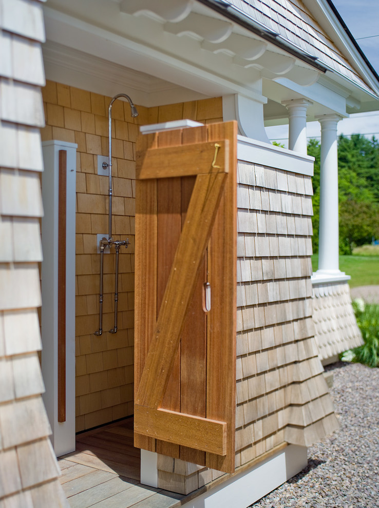 Outside shower ideas homesfeed for Outdoor shower doors
