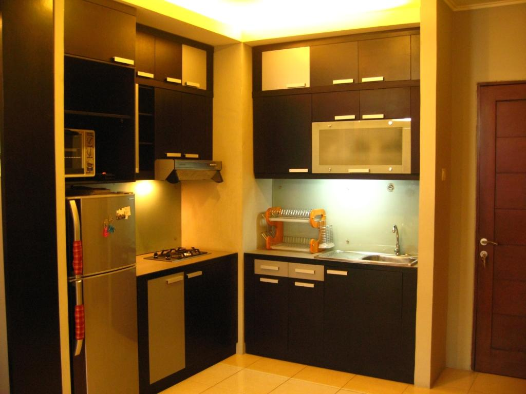 Simple apartment kitchen set
