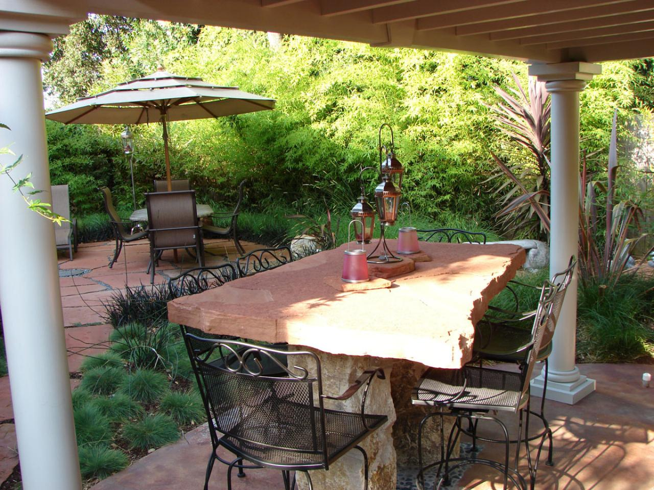 Stone patio tables ideas homesfeed for Pictures of stone patios