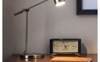 Threshold-cantilever-desk-lamp-with-brushed-metallic-brass-exterior-an-industrial-style-also-metal-material-and-touch-activited-switch-type