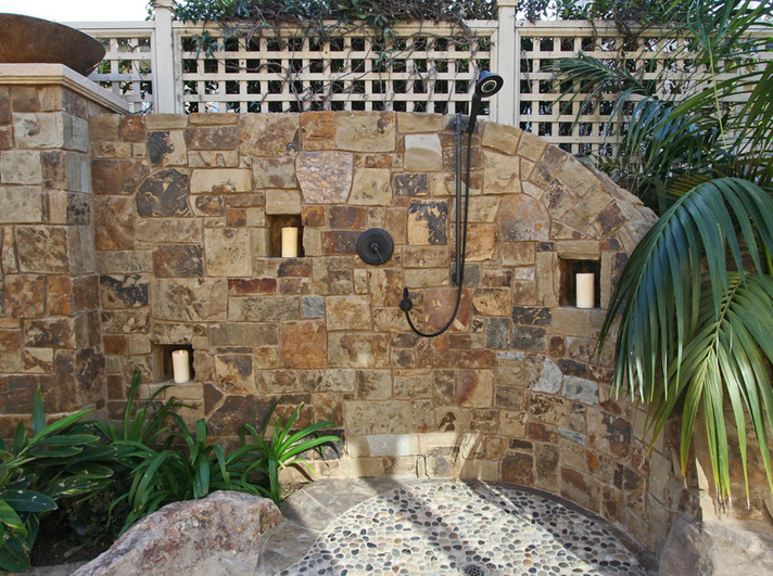 Outside shower ideas homesfeed for Outdoor shower floor ideas