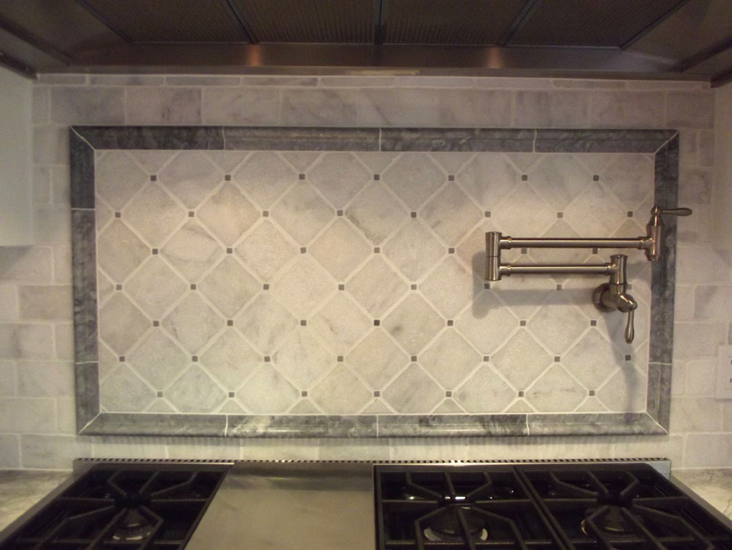 Carrara marble backsplash ideas homesfeed Backsplash mosaic tile