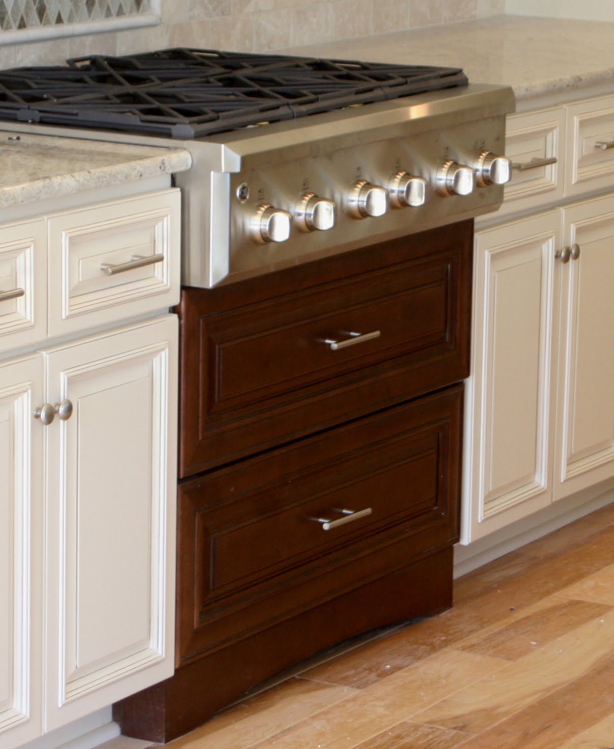 Built in stove top ideas homesfeed for Kitchen built in cabinets