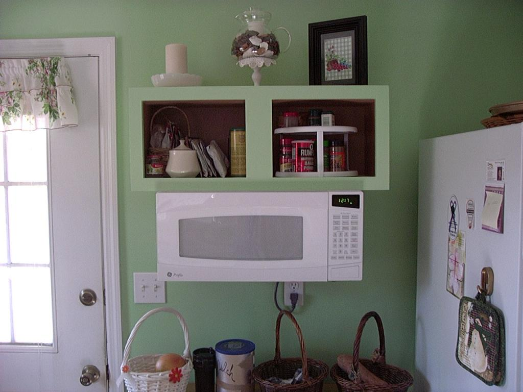 Delicieux White Small Space Saver Microwave In Green Wall Kitchen