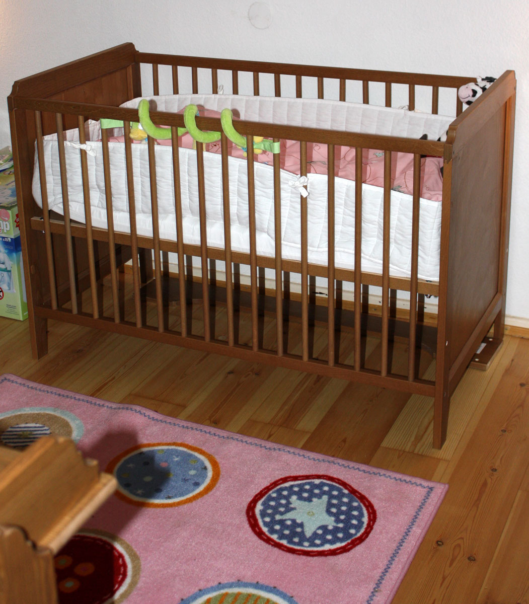 buying guide of ikea baby cribs homesfeed. Black Bedroom Furniture Sets. Home Design Ideas