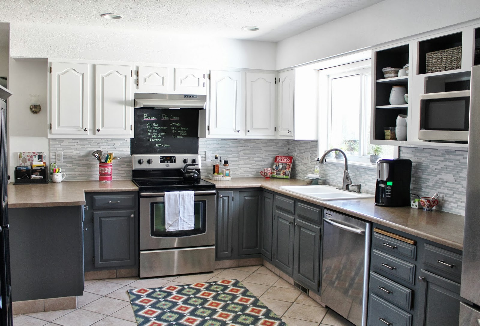Gray Kitchen Cabinet The Thing That You Should Have HomesFeed - White and gray kitchen designs