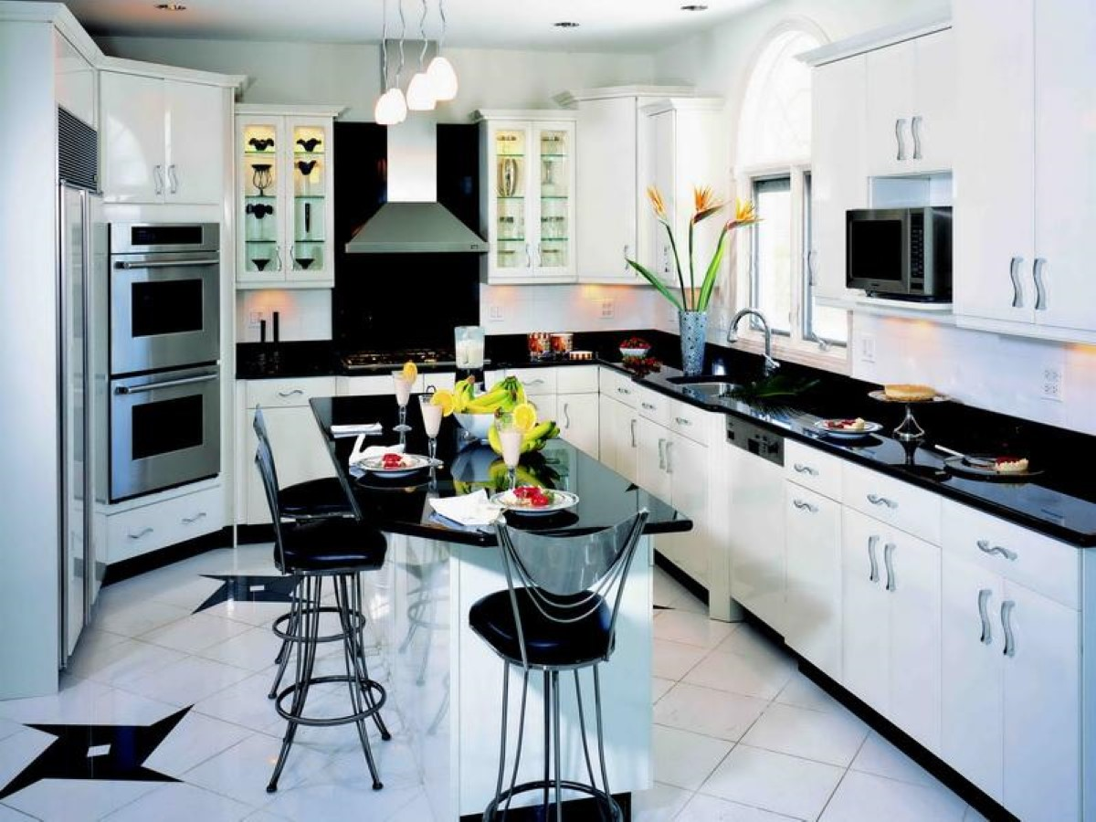 Adorable Contemporary Black And White Kitchen Decor Idea With Breakfast  Nook And Black Chairs And White