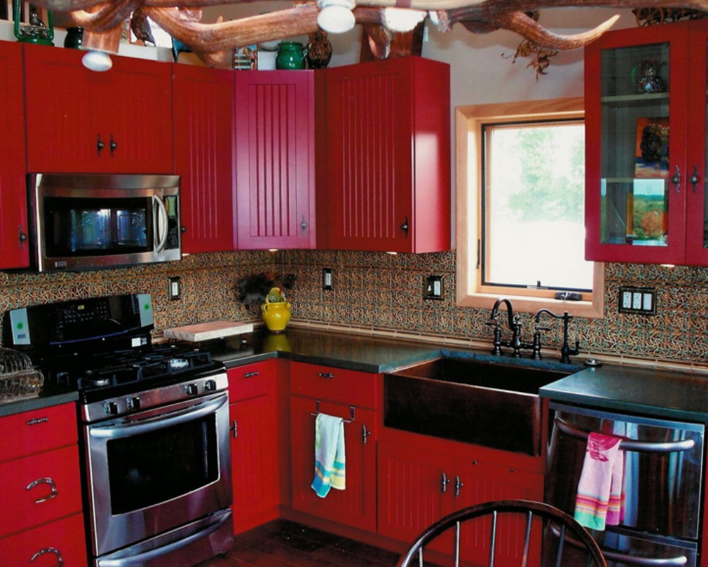 Red country kitchen best design for big small kitchen for Red and black kitchen backsplash