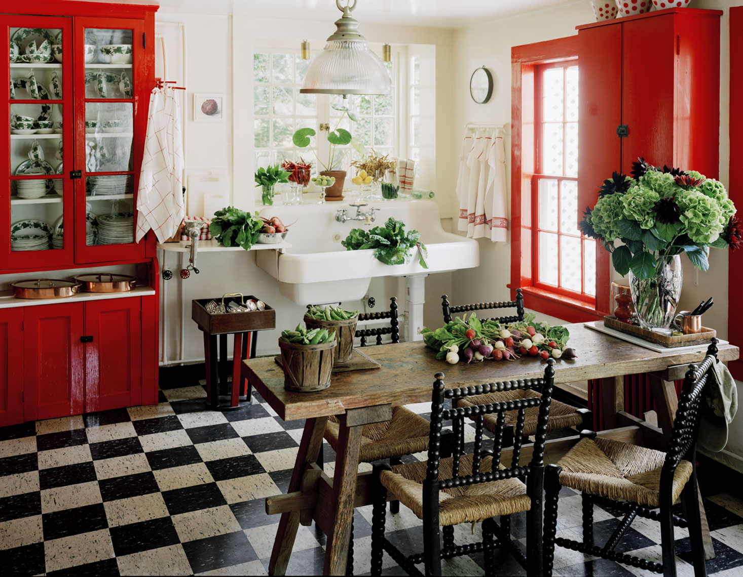 Red country kitchen best design for big small kitchen for Red kitchen decor