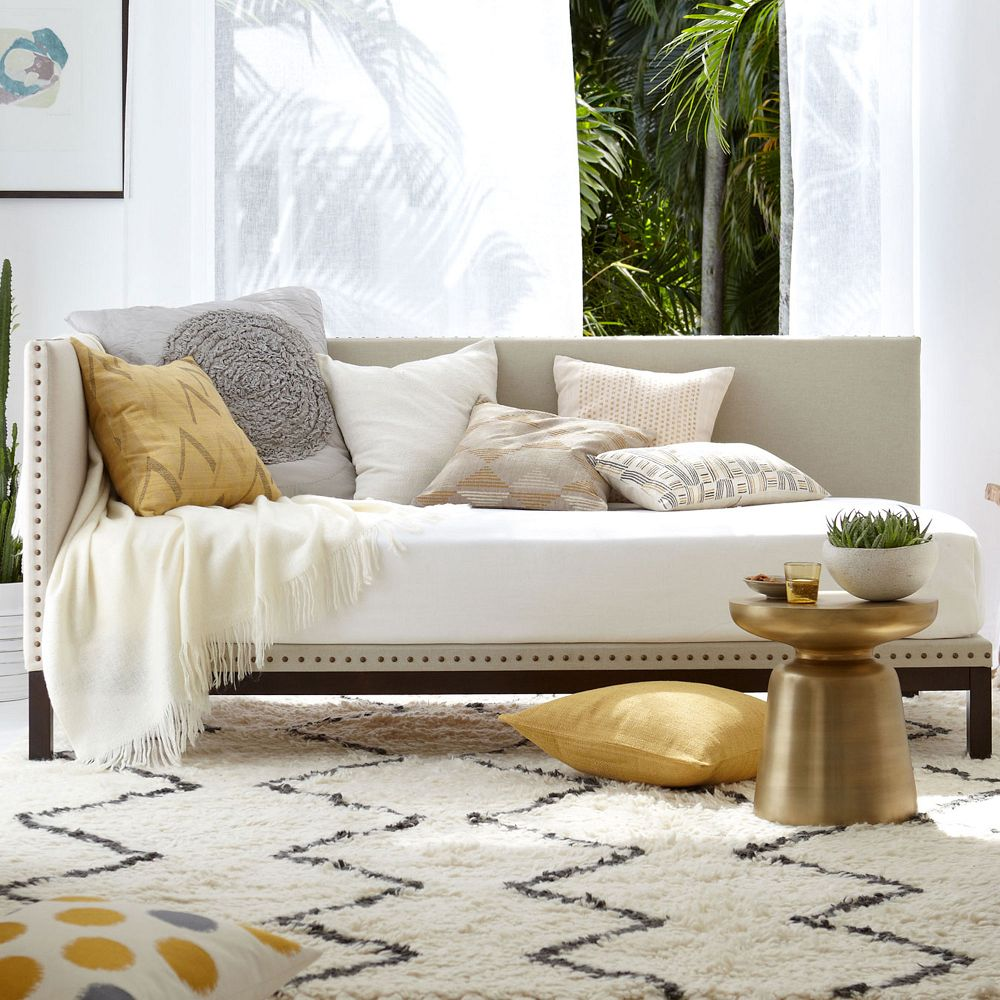 Various Designs of Daybed to Comfort Your Day Time | HomesFeed