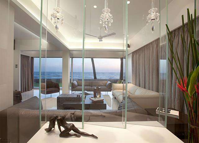 elegant modern beach house design with creamy couch seating and glass  dividers and indoor plants and. Modern Beach House   Comfort and Beautiful Sight   HomesFeed