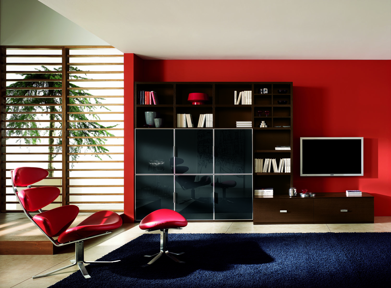 Red Living Room: Intentional Decoration For Classy
