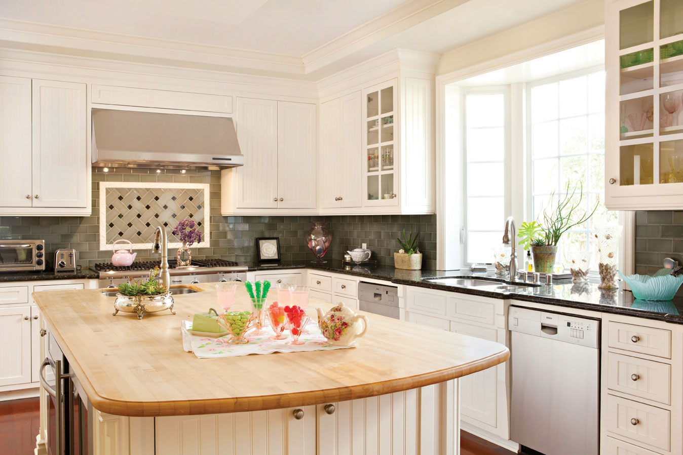 Kitchen makeovers on a budget that upgrades your for Kitchen upgrades