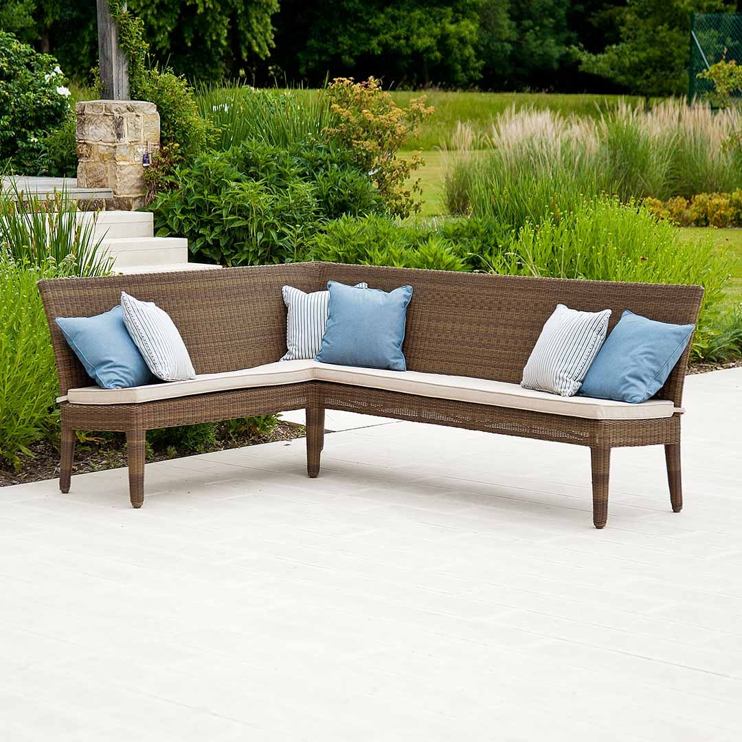 Outdoor Corner Bench Ideas Which Are Perfect For Family Entertaining HomesFeed