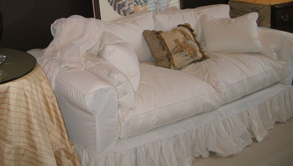 white shabby chic sofa cover home the honoroak. Black Bedroom Furniture Sets. Home Design Ideas