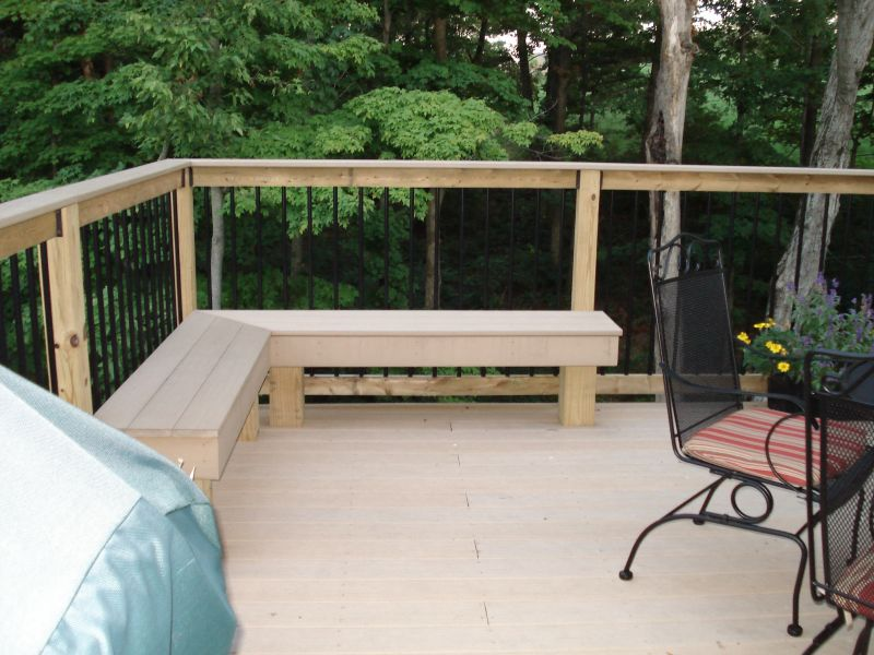 Outdoor corner bench ideas which are perfect for family for Small deck seating ideas