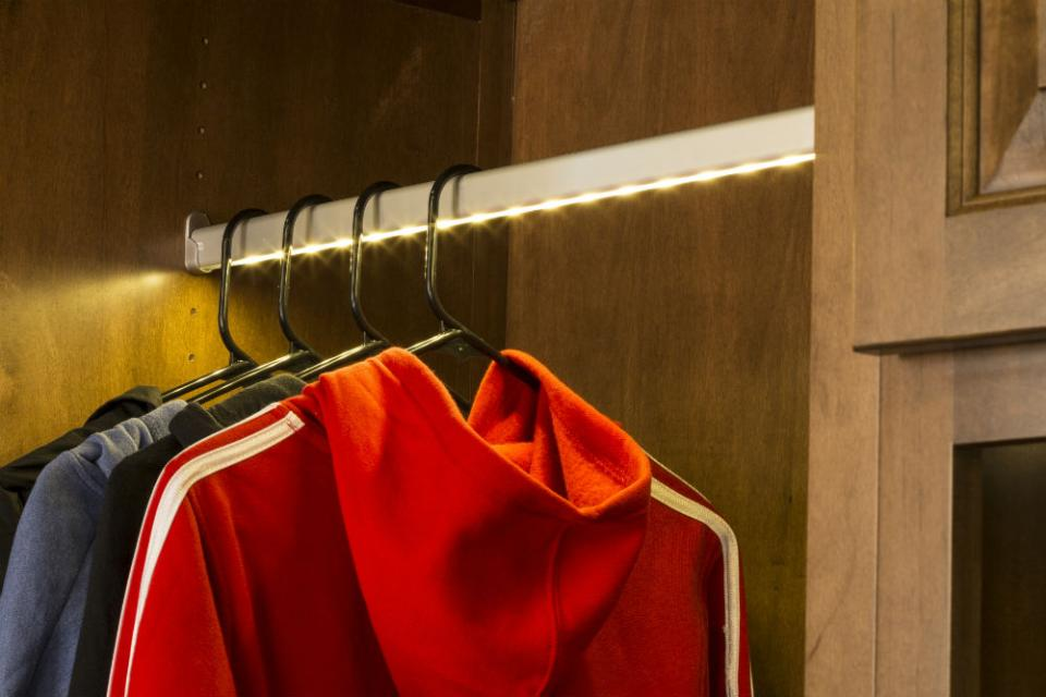 Led Closet Lights Enlighten Your Walk In Closet Spectacularly Homesfeed