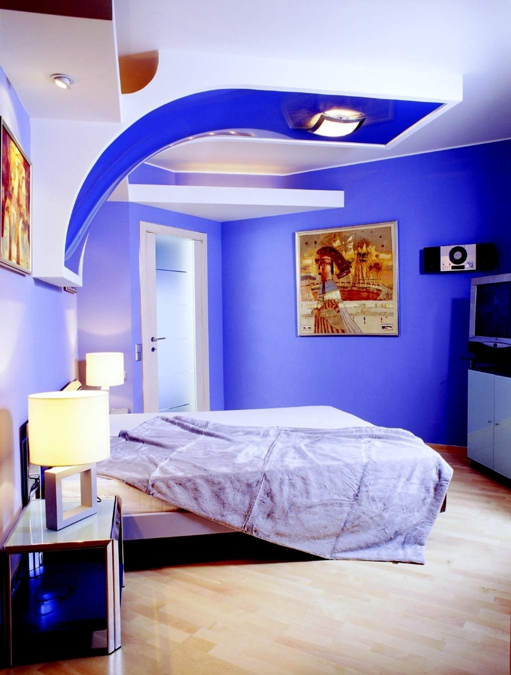 Super Bright Blue Best Paint Colors For Small Room With Canopy And White  Bedding And Beige