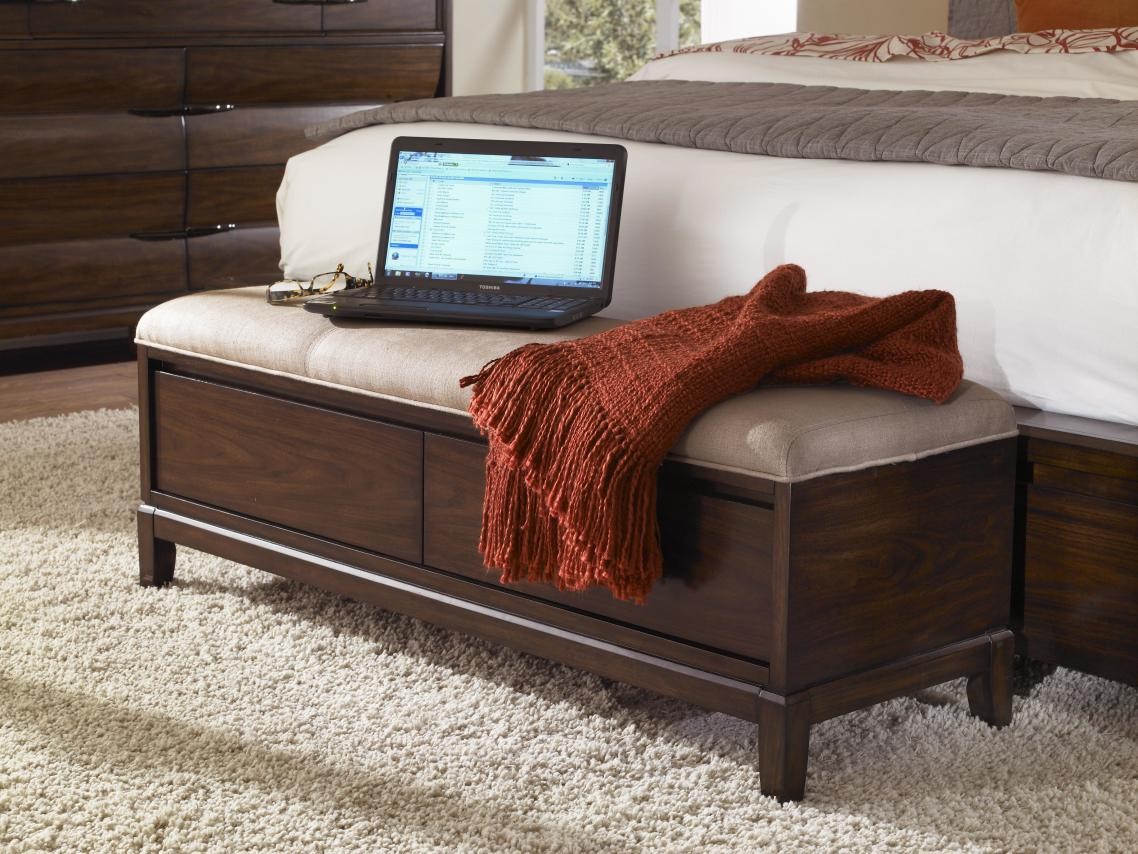 Superieur Bedroom Stylish End Of Bed Storage Bench With Fur Rug And Laptop On It