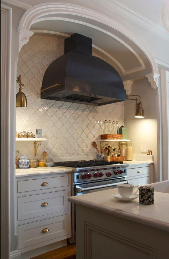 Beveled arabesque tile homesfeed for Beveled arabesque tile backsplash