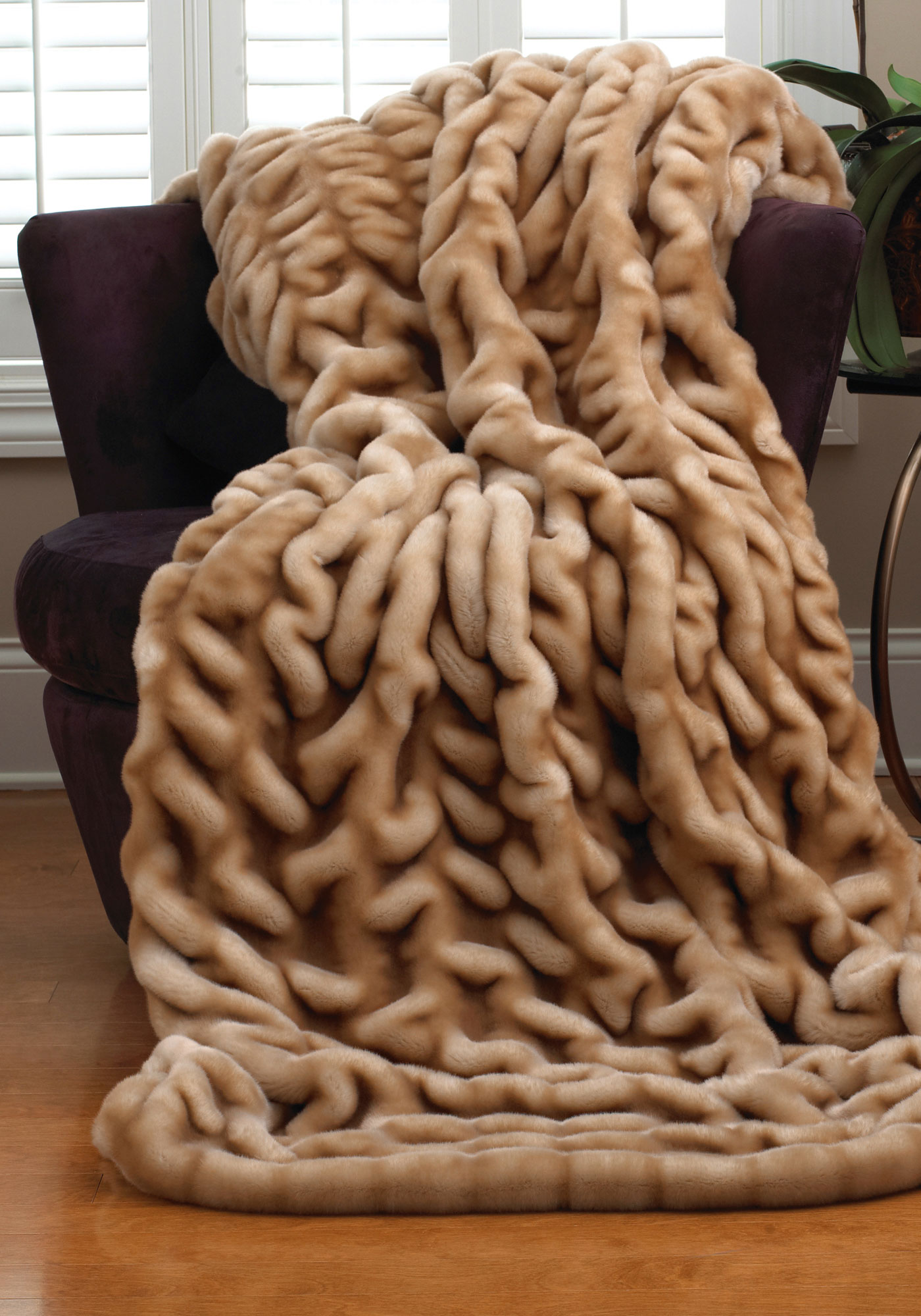 Faux fur blanket queen homesfeed for Fur throws for sofas
