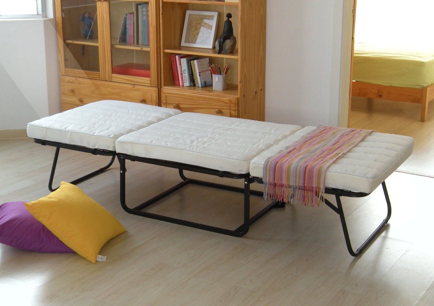 IKEA Guest Bed: Easy and Practical Way to Welcome Your Guest | HomesFeed