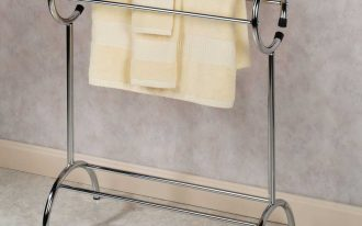Free Standing Towel Racks With Round Design And Yellow Towels