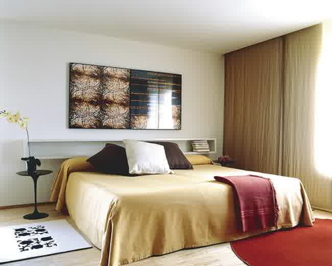Bedrooms without headboards