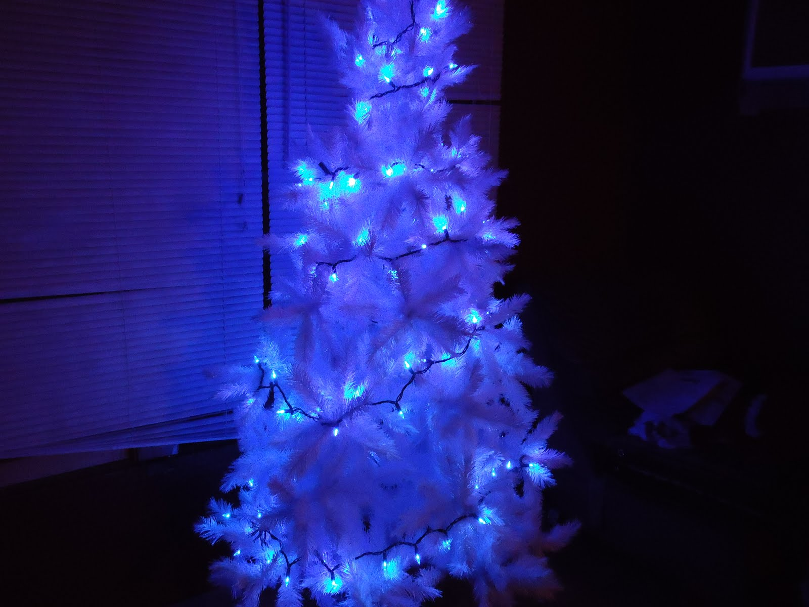 White Christmas Tree With Blue Lights.Blue And White Christmas Lights Homesfeed