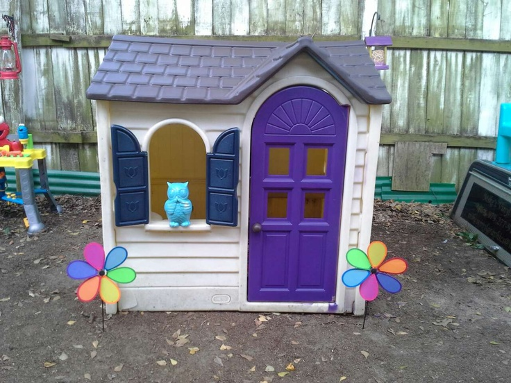 Cosy Little Tikes Home Garden Playhouse. Little tikes playhouse idea with a pair of flower decoration Tikes Playhouse Product Selections for Outdoor  HomesFeed