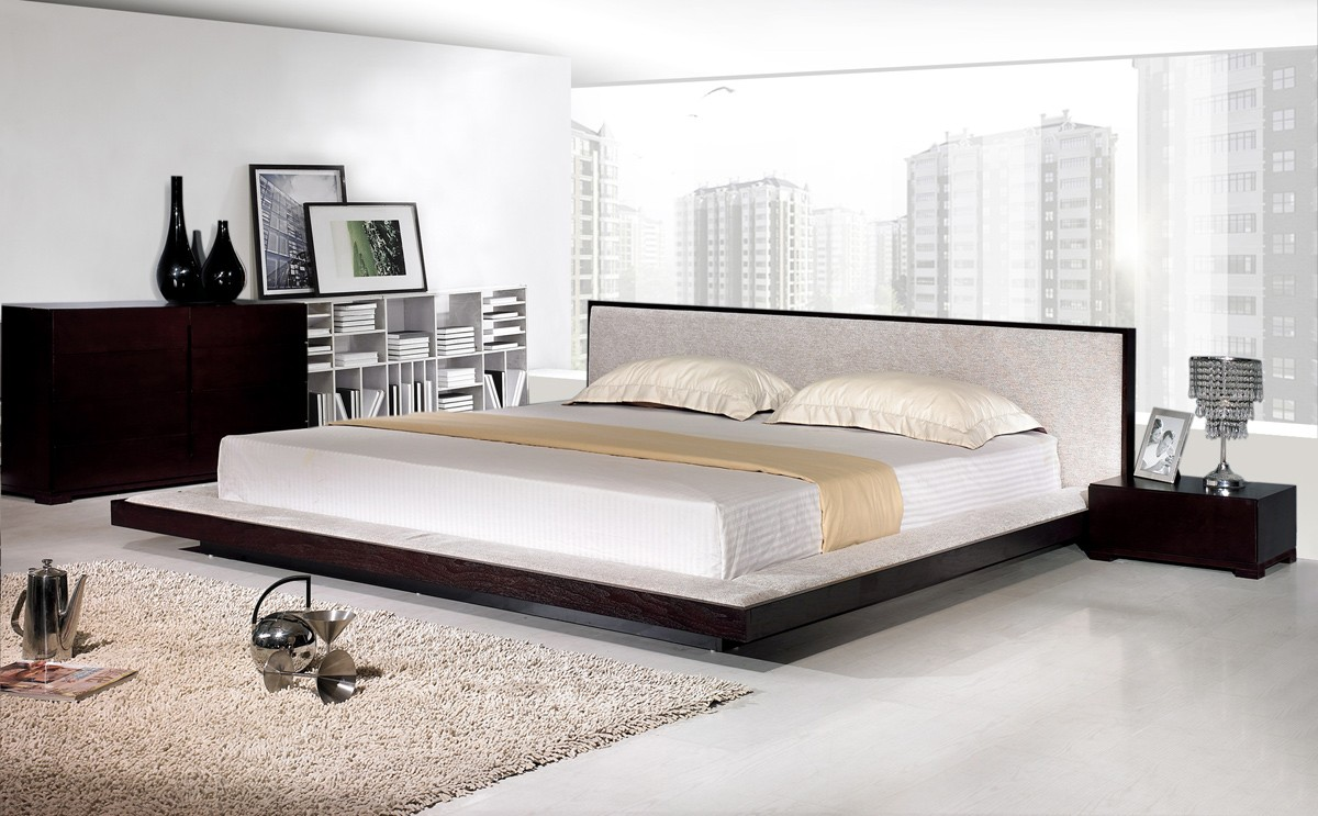 modern king size bed frame  homesfeed - low platform of modern king size bed frame with fur rug