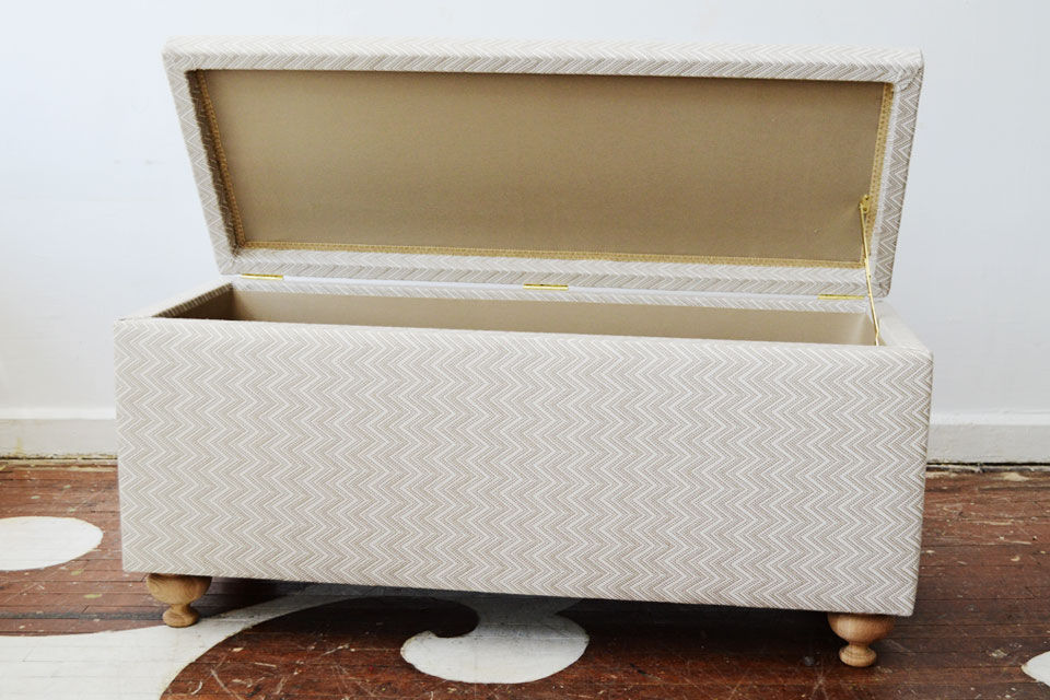 Superieur Modern And Elegant Upholstered Bench With Storage