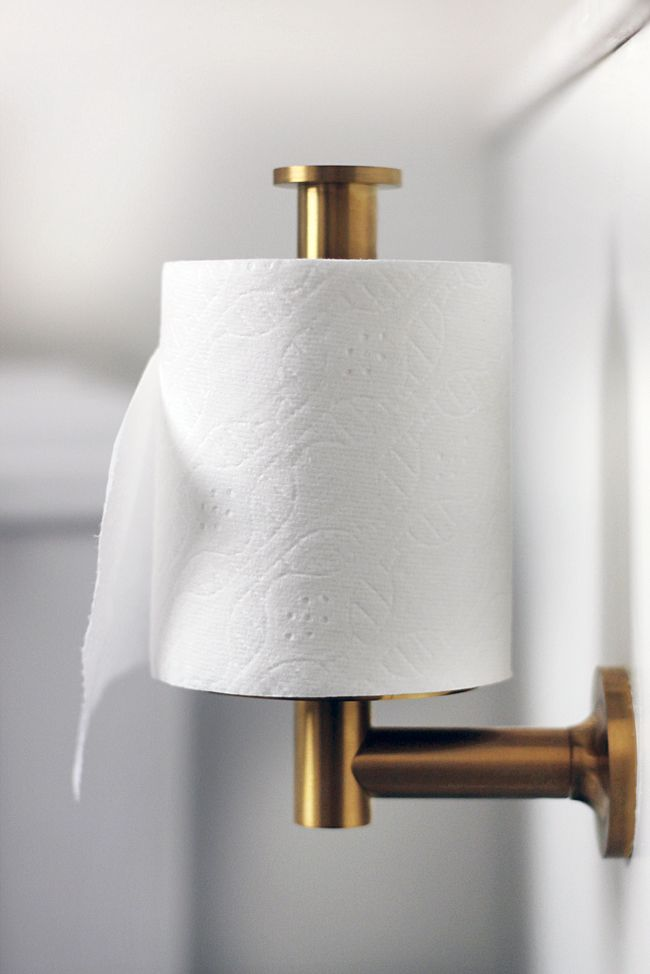 Modern Style Of Vertical Toilet Paper Holder With Golden Chrome