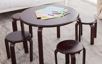 Round top wood table and round top wood chairs in dark brown finishing