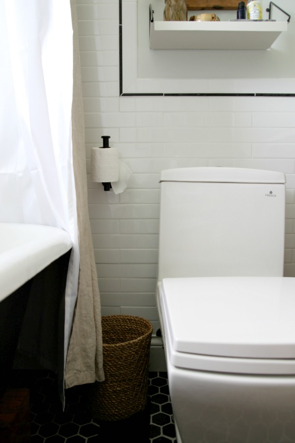 Vertical toilet paper holder homesfeed for Placement of toilet paper holders in bathrooms