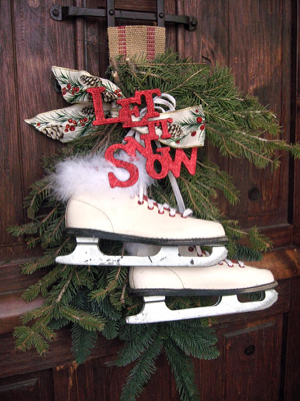 Vintage style for outdoor christmas decorations homesfeed for Outdoor xmas decorations