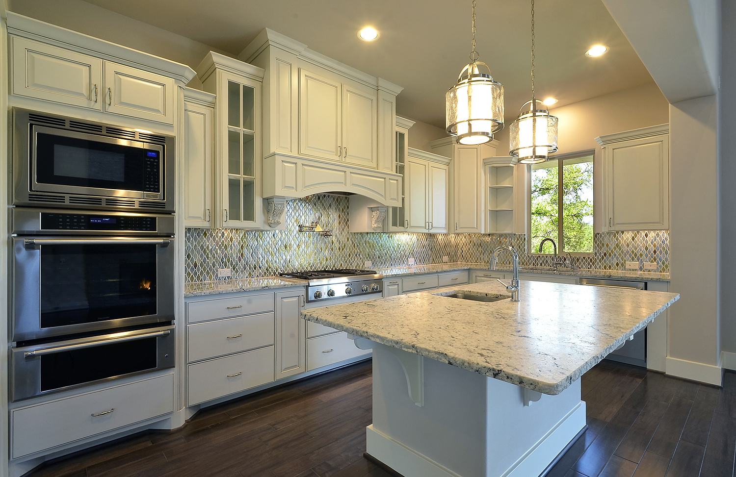 Merveilleux White Kitchen With Marble Kithen Island And Wood Vent Hood