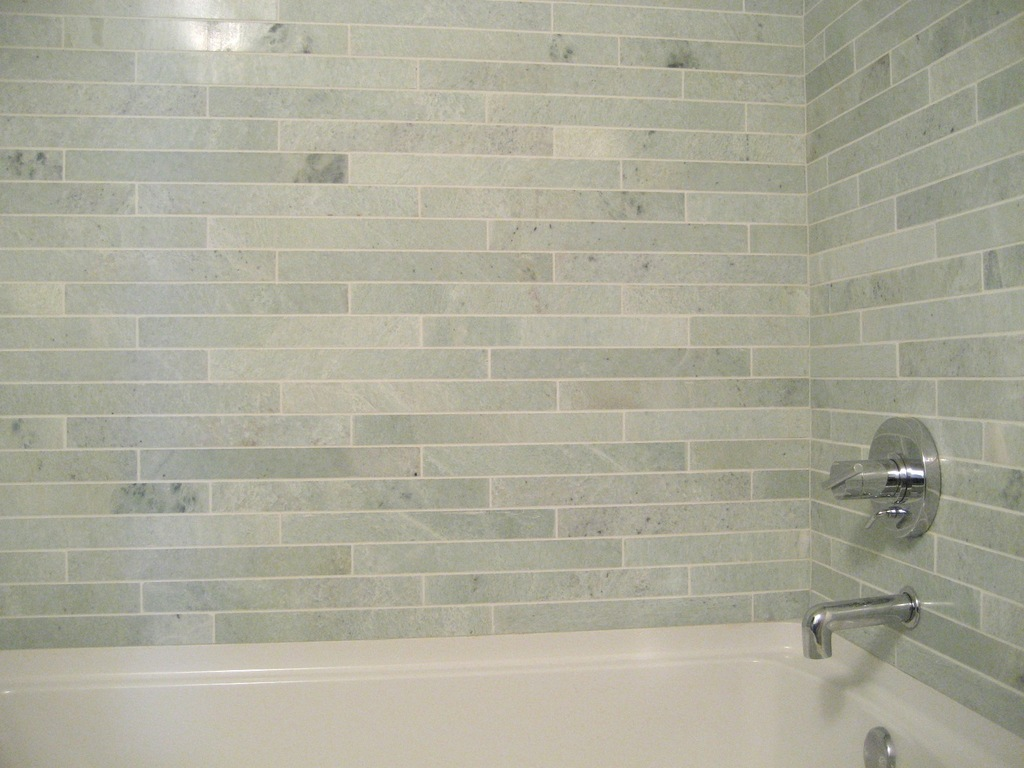 Ming green marble tile homesfeed for Bathroom yiles