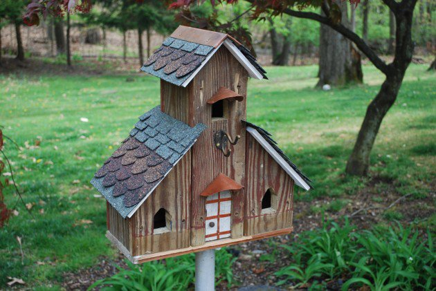 Creative and decorative birdhouses for your backyard for Bird house styles
